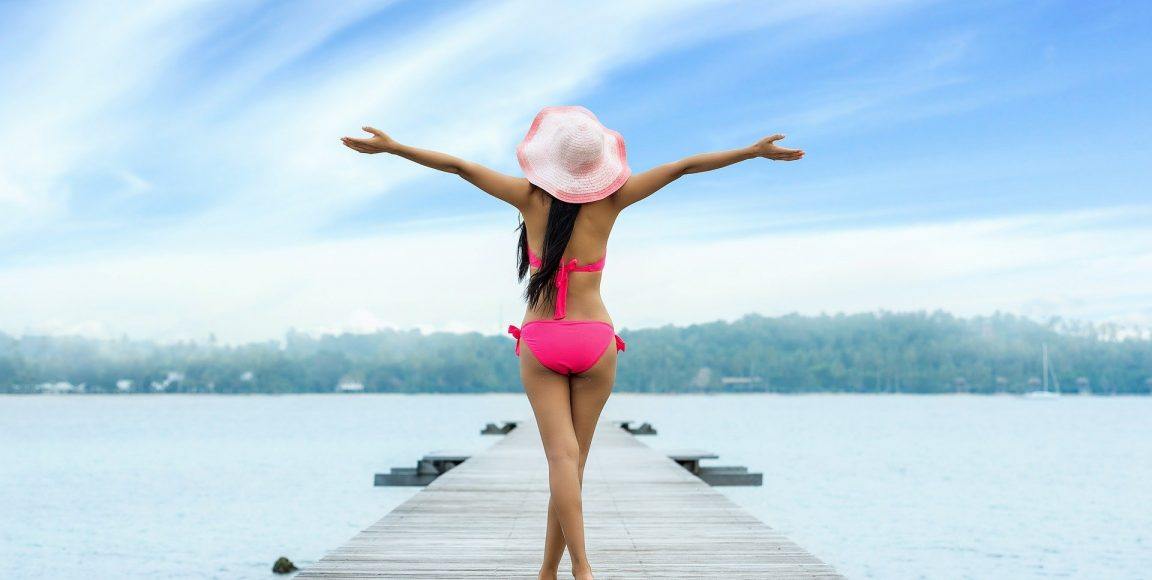 Modne stroje kąpielowe damskie – jakie mamy rodzaje?