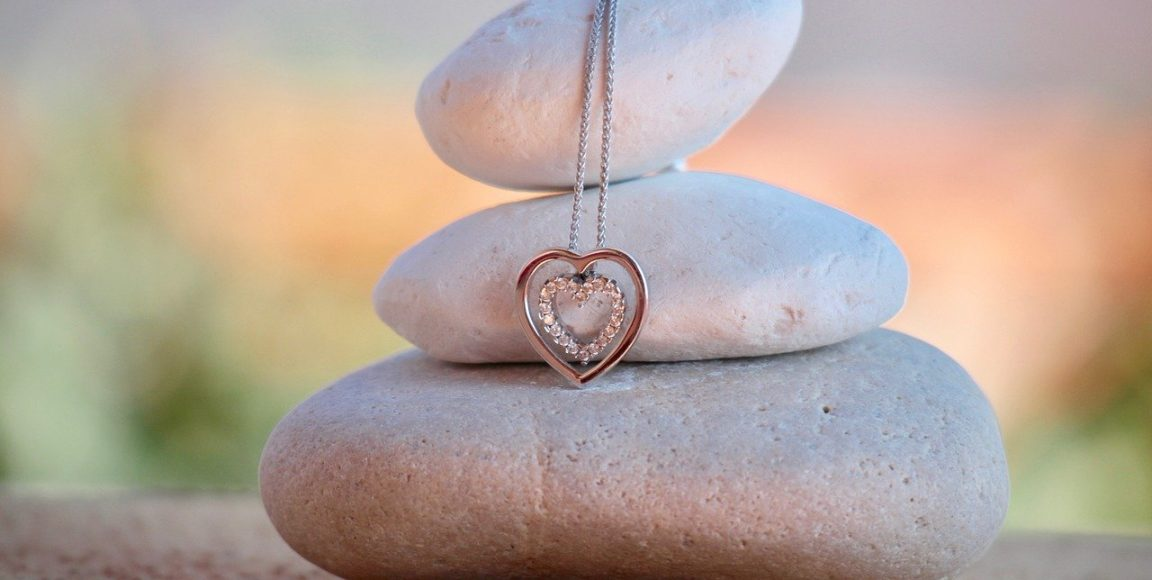 Biżuteria jako prezent naDzień Matki – takczynie? Podpowiadamy!