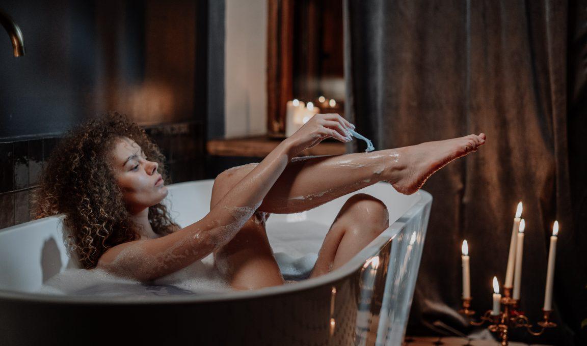 Depilacja wgabinecie kosmetycznym – kiedy się nanią zdecydować?